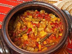 Постен гювеч с картофи, гъби, грах, тиквички, бамя, домати и зелен боб (фасул) на фурна - снимка на рецептата